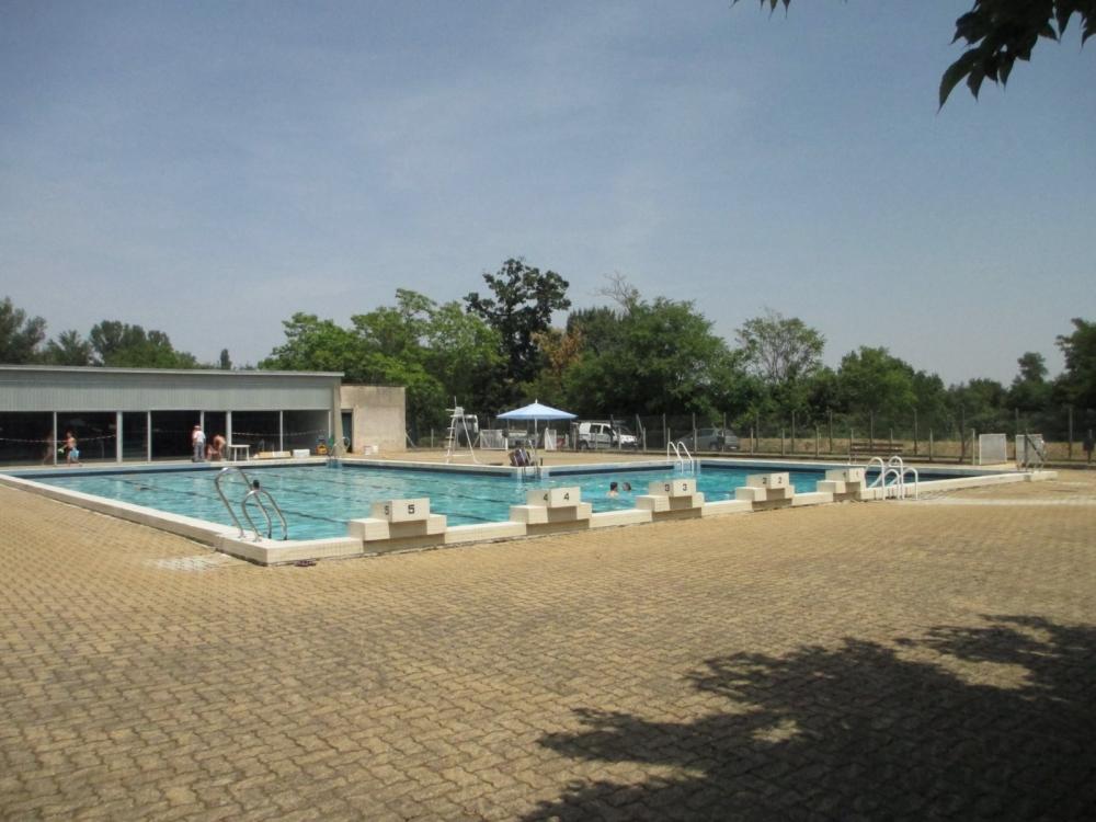 Un petit plouf dans la piscine municipale permet aux for Piscine ouverte